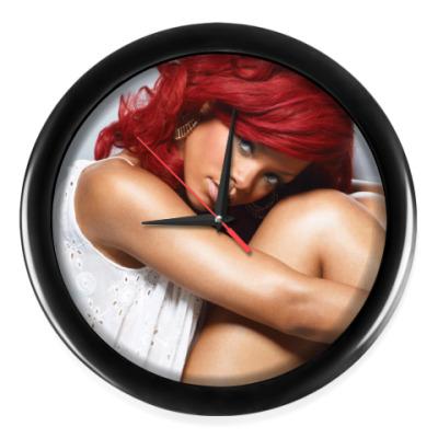 Настенные часы Rihanna