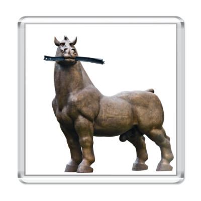 Магнит Конь жует рельсу
