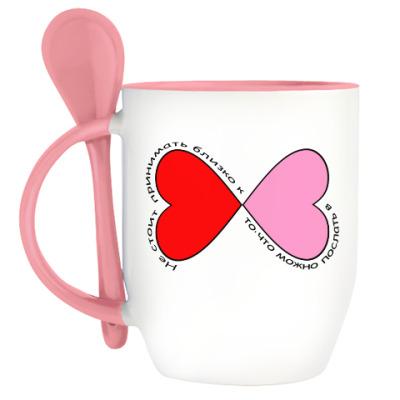 Кружка с ложкой Не принимайте близко к сердцу