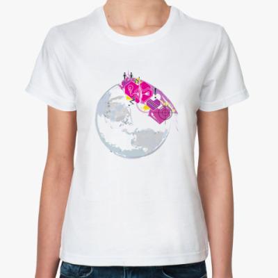 Классическая футболка Love is…