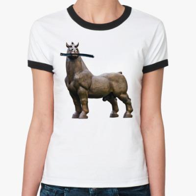 Женская футболка Ringer-T Конь жует рельсу
