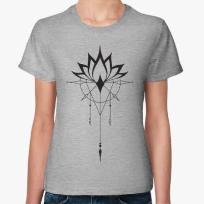 Женская футболка лотос
