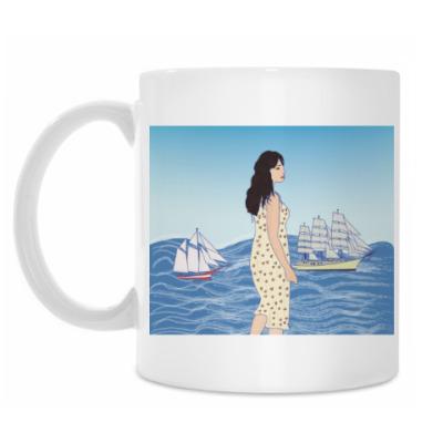 Кружка девушка-гигант в море